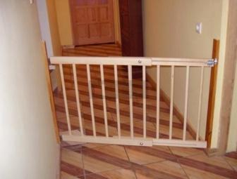 Zábrana dveře, schody 72-122 cm výška 68 cm